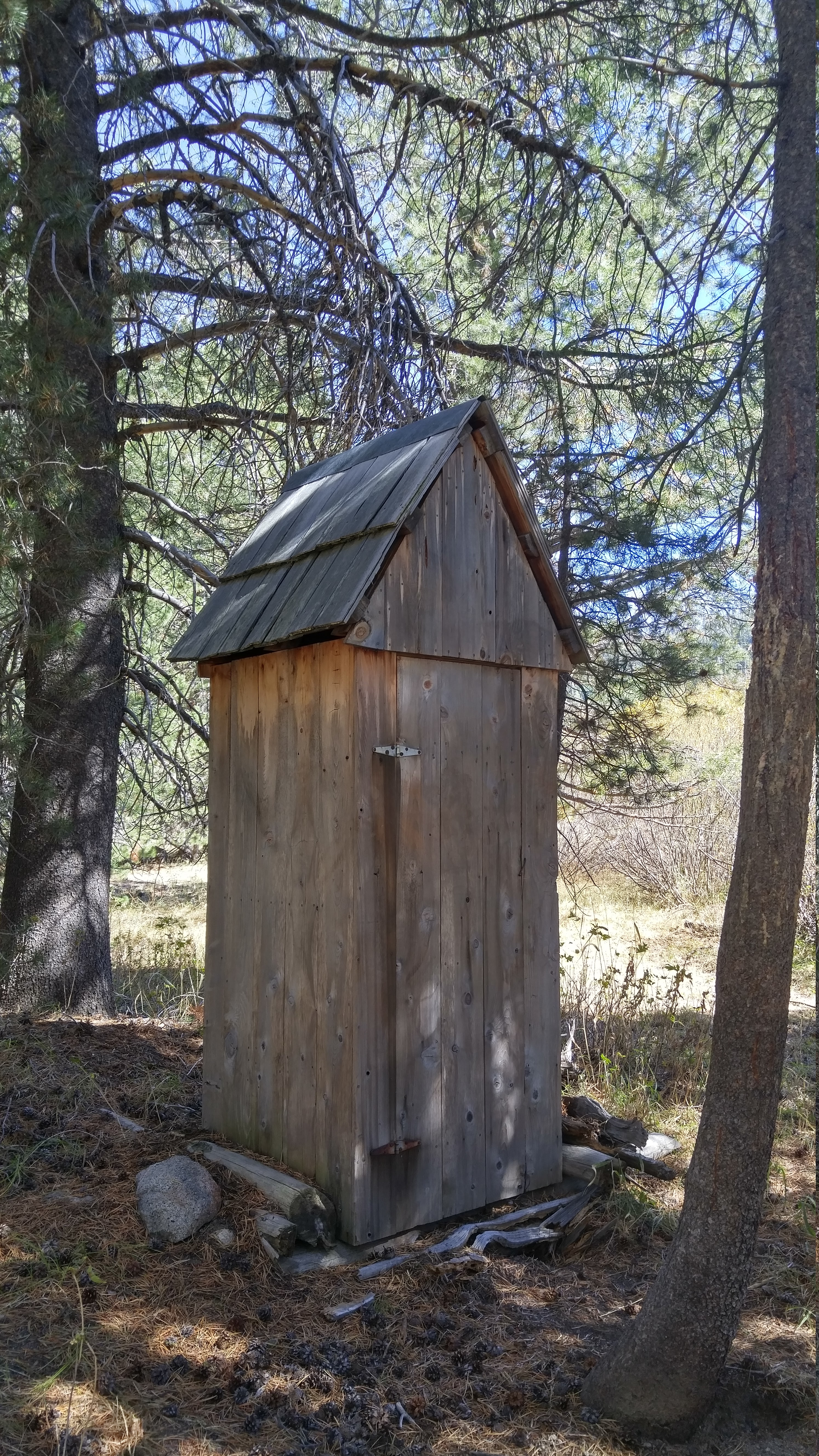 Outhouse Iceberg Wilderness California Bathroom Review - Outhouse bathroom